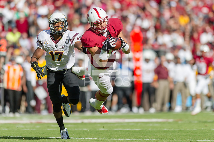 STANFORD, CA - SEPTEMBER 22, 2013: Devon Cajuste makes a diving reception during Stanford's game against Arizona State. The Cardinal defeated the Sun Devils 42-28.