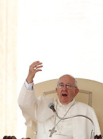 Papa Francesco tiene l'udienza generale del mercoledi' in Piazza San Pietro, Citta' del Vaticano, 9 settembre 2015.<br /> Pope Francis attends his weekly general audience in St. Peter's Square at the Vatican, 9 September 2015.<br /> UPDATE IMAGES PRESS/Isabella Bonotto<br /> <br /> STRICTLY ONLY FOR EDITORIAL USE