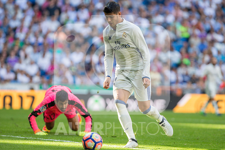 Real Madrid's Alvaro Morata and Eibar's Asier Riesgo durign the match of La Liga between Real Madrid and SD Eibar at Santiago Bernabeu Stadium in Madrid. October 02, 2016. (ALTERPHOTOS/Rodrigo Jimenez)