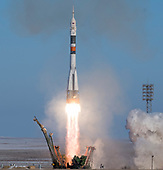 The Soyuz MS-07 rocket is launched with Expedition 54 Soyuz Commander Anton Shkaplerov of Roscosmos, flight engineer Scott Tingle of NASA, and flight engineer Norishige Kanai of Japan Aerospace Exploration Agency (JAXA), Sunday, December 17, 2017 at the Baikonur Cosmodrome in Kazakhstan. Shkaplerov, Tingle, and Kanai will spend the next five months living and working aboard the International Space Station.  <br /> Mandatory Credit: Joel Kowsky / NASA via CNP