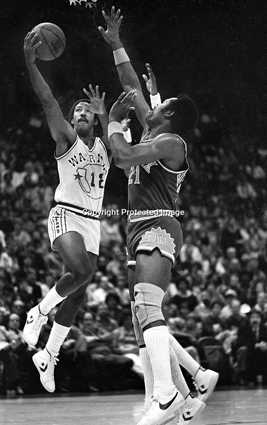 Warriors Lorenzo Romar drives on Phoenix Suns #21<br />