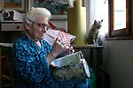 Burano, merlettaia Albertina nella sua casa, 2004, lace maker Albertina in her house © Fulvia Farassino