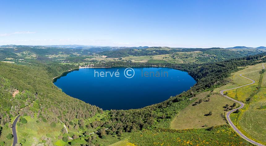 France, Ardèche (07), parc naturel régional des Monts d'Ardèche, massif du Mézenc, Lac-d'Issarlès, lac volcanique d'Issarlès (vue aérienne) // France, Ardeche, parc naturel regional des Monts d'Ardeche (Regional natural reserve of the Mounts of Ardeche), Mezenc Massif, Lac d'Issarles, Issarles volcanic lake (aerial view)