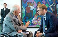 Berlin, Bundesfinanzminister Wolfgang Schaeuble (CDU) und der Praesident der Deutschen Bundesbank Jens Weidmann am Mittwoch (01.07.2015) im Bundeskanzleramt vor der Kabinettssitzung. Foto: Steffi Loos/CommonLens