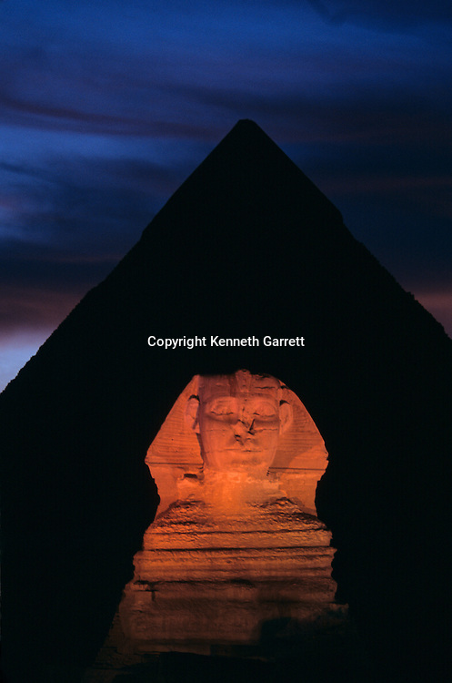 Who built the Pyramids, Egypt, 4th dynasty, archaeology, Giza, Giza Plateau, Khafre, lion, monument, Old Kingdom, pyramid, Pyramids at Giza, scenic, Sphinx, Sphinx and Khafre Pyramid, structure, night