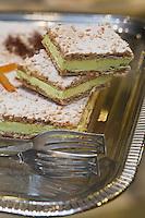 Europe/France/Aquitaine/40/Landes/ Dax: Gâteau Dacquois ou Russe de chez Bancel patissier