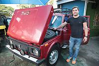 CAMPINAS, SP 13.06.2018 - NIVA - Rafael na foto junto ao carro. (Foto: Denny Cesare/Codigo19)