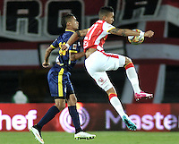 BOGOTA - COLOMBIA - 21-03-2015: Francisco Meza (Der.) jugador de Independiente Santa Fe disputa el balón con Mauro Manotas (Izq.) jugador de Uniautonoma, durante partido por la fecha  11 entre Independiente Santa Fe y Uniautonoma de la Liga Aguila I-2015, en el estadio Nemesio Camacho El Campin de la ciudad de Bogota. / Francisco Meza (R) player of Independiente Santa Fe struggles for the ball with Mauro Manotas (L) jplayer of Uniautonoma, during a match of the 11 date between Independiente Santa Fe and Uniautonoma for the Liga Aguila I -2015 at the Nemesio Camacho El Campin Stadium in Bogota city, Photo: VizzorImage / Luis Ramirez / Staff.