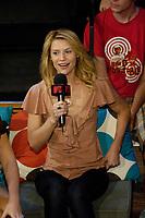 2007 07 25 Claire Danes - MTV-DC Toronto Out