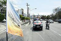 SAO PAULO, 02 DE SETEMBRO DE 2012. ELEICAO 2012 FERNANDO HADDAD.  O candidato do PT a prefeitura de Sao Paulo, Fernando Haddad, durante carreata que percorreu as ruas dos bairros da Saude ate o Jardim Celeste, na zona sul da capital paulista na manhã deste domingo. FOTO ADRIANA SPACA - BRAZIL PHOTO PRESS
