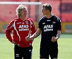 Nederland, Alkmaar, 26 juni 2012.Gertjan Verbeek, trainer-coach van AZ, in gesprek met Viktor Elm, nieuwe aankoop van AZ