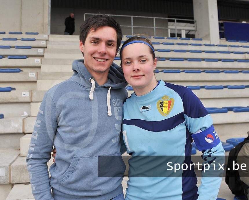 Belgie U17 Dames speelt gelijk tegen Wereldkampioen Duitsland en mag naar het EK in Zwitserland : broer Jaron Lemey kwam zijn succesvolle zuster Diede Lemey (rechts) aanmoedigen in Tongeren..foto VDB / David Catry