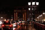 20080130 - France - Aquitaine - Bordeaux<br /> EMBOUTEILLAGES SUR LE PONT DE PIERRE, FACE A LA PORTE DE BOURGOGNE A BORDEAUX.<br /> Ref : EMBOUTEILLAGES_QUAIS_008.jpg - © Philippe Noisette.