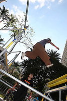 SAO PAULO, SP, 30/06/2012, PARKOUR.<br /> <br /> A Virada Esportiva de 2012 tamb&eacute;m conta com um espa&ccedil;o destinado aos praticantes de PARKOUR e est&aacute; situado no Vale do Anhagabau.<br /> <br />  Luiz Guarnieri/ Brazil Photo Press