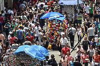 SAO PAULO, 11 DE FEVEREIRO DE 2013. - MOVIMENTACAO 25 DE MARCOS - Movimentacao intensa de consumidores na regiao de comercio popular da Rua 25 de Marco, regiao central da capital, no inicio da tarde desta segunda feira, 11. (FOTO: ALEXANDRE MOREIRA / BRAZIL PHOTO PRESS).