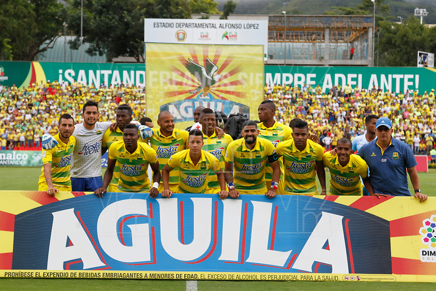 BUCARAMANGA - COLOMBIA , 5 - 11 - 2017:Formación del Atlético Bucaramanga .Atlético Bucaramanga y Jaguares de Córdoba en partido por la fecha 19 de la Liga Aguila II 2017 jugado en el estadio Alfonso López  de la ciudad de Bucaramanga. / Team of Atletico Bucaramanga.Atletico Bucaramanga  and Jaguares de Cordoba  in match for the date 19 of the Liga Aguila II 2017 played at theAlfonso Lopez  Stadium in Bucaramanga city. Photo: Vizzorimage / Oscar Martínez / Contribuidor