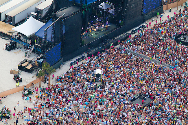 Jimmy Buffet plays to Gulf Shores crowd.