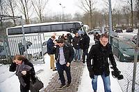 20-01-13, Tennis, Rotterdam, Wildcard for qualification ABNAMROWTT,  Bus met supporters  van Jesse Timmermans arriveert .