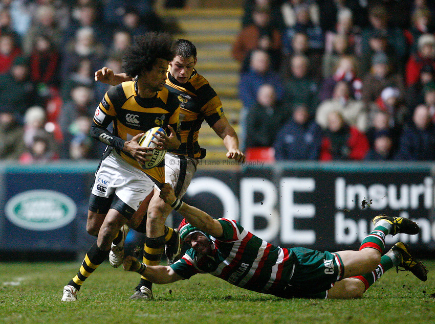 Photo: Richard Lane/Richard Lane Photography. Leicester Tigers v London Wasps. Aviva Premiership. 19/02/2011. Wasps' Richard Haughton, with Tom Lindsay in support,  breaks past Tigers' Marcos Ayerza.