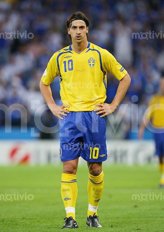 FUSSBALL EUROPAMEISTERSCHAFT 2008  Griechenland - Schweden    10.06.2008 Zlatan Ibrahimovic ( Schweden ) nachdenklich