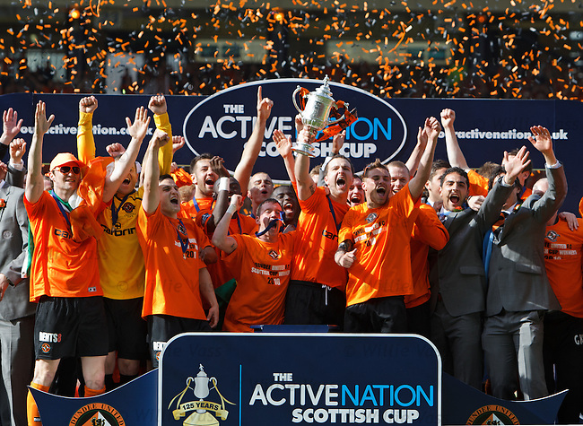 Andy Webster lifts the Scottish Cup for Dundee Utd
