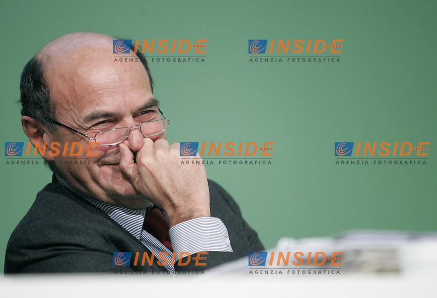 Il Seretario Nazionale Pier Luigi Bersani..PD- Assemblea Nazionale del Partito Democratico. Secondo Giorno...Roma, 5 Febraio 2011..Serena Cremaschi Insidefoto..........