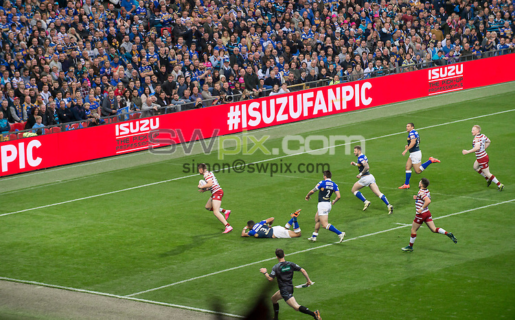 Picture by Allan McKenzie/SWpix.com - 10/10/2015 - Rugby League - First Utility Super League Grand Final - Leeds Rhinos v Wigan Warriors - Old Trafford, Manchester, England - Isuzu, branding.