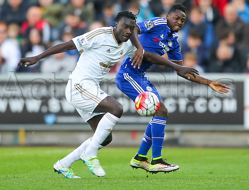 09.04.2016. Liberty Stadium, Swansea, Wales. Barclays Premier League. Swansea versus Chelsea. Swansea City's Bafetimbi Gomis and Chelsea's Baba Rahman compete for the ball during the match