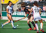 AMSTELVEEN - Sosha Benninga (A'dam) met links Shihori Oikawa (OR) tijdens de hoofdklasse competitiewedstrijd hockey dames,  Amsterdam-Oranje Rood (5-2). COPYRIGHT KOEN SUYK