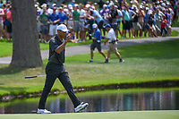Tiger Woods (USA) tips his hat to the gallery as he steps on the green on 3 during 2nd round of the World Golf Championships - Bridgestone Invitational, at the Firestone Country Club, Akron, Ohio. 8/3/2018.<br /> Picture: Golffile | Ken Murray<br /> <br /> <br /> All photo usage must carry mandatory copyright credit (© Golffile | Ken Murray)