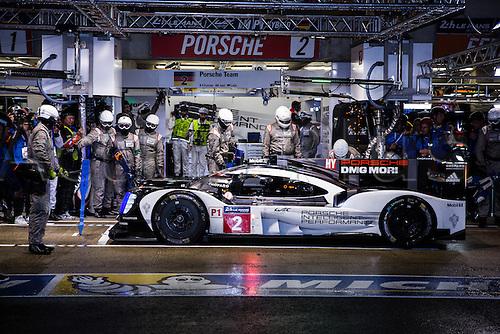 16.06.2016. Le Mans Circuit, Le Mans, France. Le Mans 24 Hours  Qualifying. Pole position car Porsche Team 919 Hybrid LMP1 driven by Romain Dumas, Marc Lieb and Neel Jani.