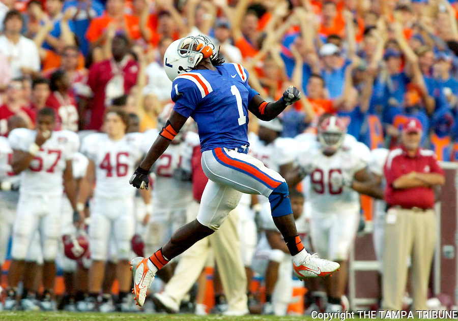 GAINESVILLE, FL 9/30/06-CH 11 UFALA01-.Florida's Reggie Nelson celebrates recovering an Alabama fumble during second half action Saturday at Ben Hill Griffin Stadium in Gainesville..COLIN HACKLEY PHOTO FOR SPORTS SECTION STORY BY STAPLES