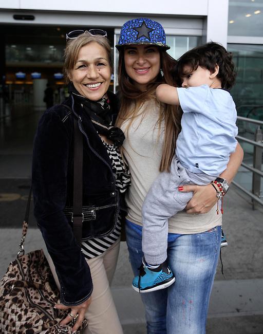 Carolina Leal , esposa del capit&aacute;n de la selecci&oacute;n Colombia Mario Yepes, se despide de un familiar antes de partir del aeropuerto el Dorado de Bogota hacia Brasil para presenciar el Mundial de Futbol el 12 de Junio de 2014<br /> <br /> COPYRIGHT: Archivolatino<br /> Solo para uso editorial. No esta permitida su venta o uso comercial.