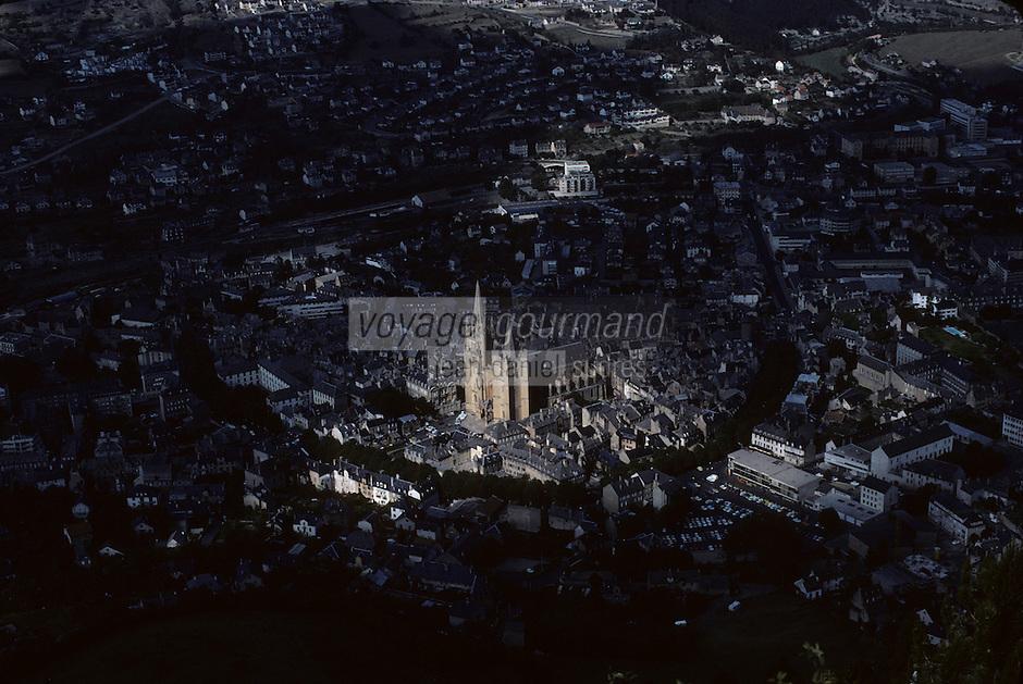 Europe/France/Languedoc-Roussillon/48/Lozère/Mende : Vue de la cathédrale de Mende (architecture gothique) depuis le Mont Mimat