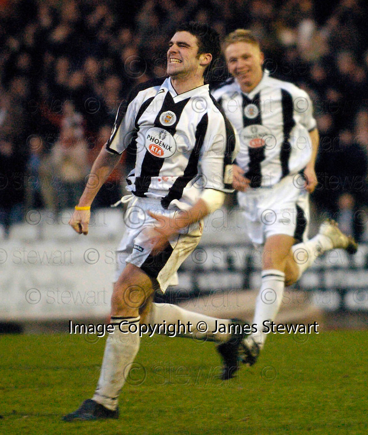23/01/2005  Copyright Pic : James Stewart.File Name : jspa09_st mirren v airdrie.STUART KEAN CELEBRATES AFTER HE SCORES ST MIRREN'S WINNER....Payments to :.James Stewart Photo Agency 19 Carronlea Drive, Falkirk. FK2 8DN      Vat Reg No. 607 6932 25.Office     : +44 (0)1324 570906     .Mobile   : +44 (0)7721 416997.Fax         : +44 (0)1324 570906.E-mail  :  jim@jspa.co.uk.If you require further information then contact Jim Stewart on any of the numbers above.........A