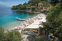 France, Provence-Alpes-Côte d'Azur, peninsula Cap Ferrat between Villefranche-sur-Mer and Beaulieu-sur-Mer, Saint-Jean-Cap-Ferrat: Paloma Beach at bay Anse de la Scaletta | Frankreich, Provence-Alpes-Côte d'Azur, Halbinsel Cap Ferrat zwischen Villefranche-sur-Mer und Beaulieu-sur-Mer, Saint-Jean-Cap-Ferrat: Paloma Beach in der Bucht Anse de la Scaletta