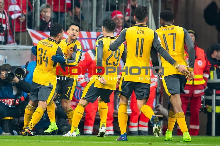 15.02.2017, Allianz Arena, Muenchen, GER, UEFA CL, FC Bayern Muenchen (GER) vs FC Arsenal (GBR)<br /> , Viertelfinale, im Bild Jubel nach dem Tor zum 1-1 durch Alexis Sanchez (Arsenal #7) mit Francis Coquelin (Arsenal #34) Granit Xhaka (Arsenal #29) Mesut Oezil (Arsenal #11) Alex Iwobi (Arsenal #17) <br /> <br /> Foto &copy; nordphoto / Straubmeier