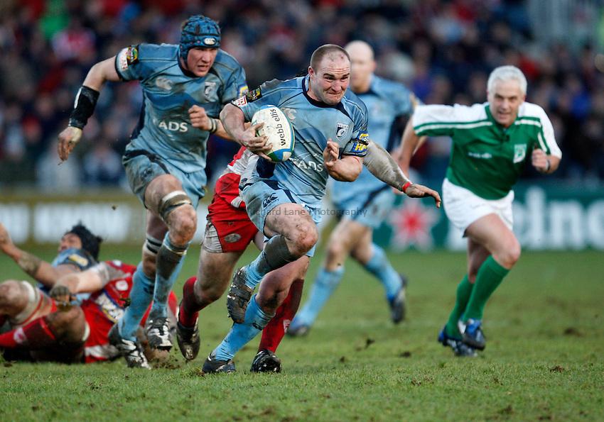 Photo: Richard Lane/Richard Lane Photography. Gloucester Rugby v Cardiff Blues. Heineken Cup. 18/01/2009. Cardiff's Gareth Williams attacks.