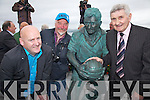 Pictured here with Micko l-r; Alan O'Sullivan & Alan Hall(Sculptor).