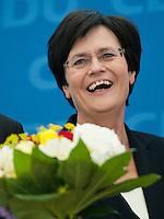 Berlin, die amtierende Ministerpraesidentin von Thueringen Christine Lieberknecht (CDU) am Montag (15.09.2014) im Konrad-Adenauer-Haus vor der Bundesvorstandssitzung ihrer Partei nach der Landtagswahl mit einem Blumenstrauss. Foto: Steffi Loos/CommonLens