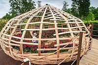 """Festival International des Jardins de Chaumont-sur-Loire. Thème de l'année 2005, """"Les Jardins ont de la mémoire"""".<br /> Jardin, """"Le Nid à Fleurs"""" (par Serge Rodrigues & jean-Hubert Chow)"""