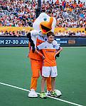 Den Bosch  - Stockey met de Fan of the Match   voor   de Pro League hockeywedstrijd heren, Nederland-Belgie (4-3).    COPYRIGHT KOEN SUYK