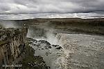 Le fleuve Jökulsá á Fjöllum, se jette de 44 m de haut à Dettifoss, la chute la plus puissante d'Europe. Islande..Dettifos, the most powerful waterfall of Europe. Iceland.
