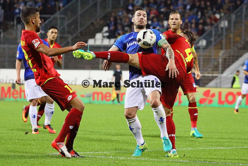 Jerome Gondorf (SV Darmstadt 98) gegen Ermin Bicakcic (TSG 1899 Hoffenheim) - SV Darmstadt 98 vs. TSG 1899 Hoffenheim, Johnny Heimes Stadion am Boellenfalltor