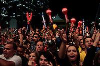 SÃO PAULO, SP - 19.06.2013: JOGOS DA SELEÇÃO ANHANGABAÚ  - Torcedores que acompanhavam o jogo gritam palavras de ordem contra o governador Geraldo Alckmin e o Prefeito Fernando Haddad durante o pronunciamento que foi transmitido no telão  do Vale do Anhangabaú em São Paulo. (Foto: Marcelo Brammer/Brazil Photo Press)