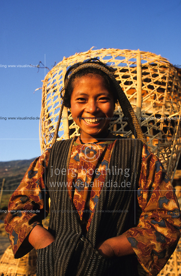 NEPAL Dolakha, village Suspa, Thami girl carry basket on the back / Dorf Suspa, Thami Maedchen traegt Korb auf dem Ruecken
