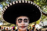 CHARRO.<br /> Estudiantes de distintas preparatorias publicas realizaron esta mañana un festival de   de altares previo al día de muertos llevado a cabo en la plaza Hidalgo en Hermosillo Sonora<br /> <br /> © Foto: LuisGutierrez/NORTEPHOTO.COM