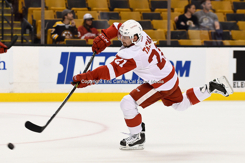 Monday, September 28, 2015, Boston, MA - Detroit Red Wings left wing Tomas Tatar (21) skates during the warm up period at the NHL game between the Detroit Red Wings and the Boston Bruins held at TD Garden, in Boston, Massachusetts. Detroit defeats Boston 3-1 in regulation time. Eric Canha/CSM