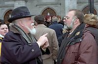 Le president de l'UDA Serge Turgeon (G)<br />  aux Funerailles de Gratien Gelinas, mars 1999.<br /> <br /> PHOTO :  Agence Quebec Presse<br /> <br /> Les images commandees seront recadrees lorsque requis