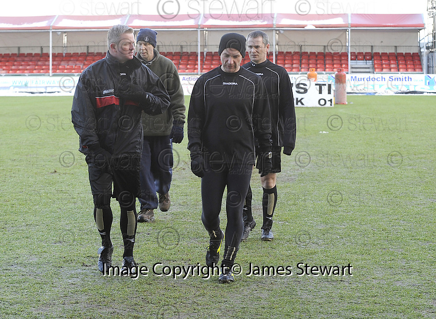 02/01/2010  Copyright  Pic : James Stewart.sct_jspa06_falkirk_v_st_johnstone  .:: REFEREE STEVIE O'REILLY CALLS THE GAME OFF :: .James Stewart Photography 19 Carronlea Drive, Falkirk. FK2 8DN      Vat Reg No. 607 6932 25.Telephone      : +44 (0)1324 570291 .Mobile              : +44 (0)7721 416997.E-mail  :  jim@jspa.co.uk.If you require further information then contact Jim Stewart on any of the numbers above.........